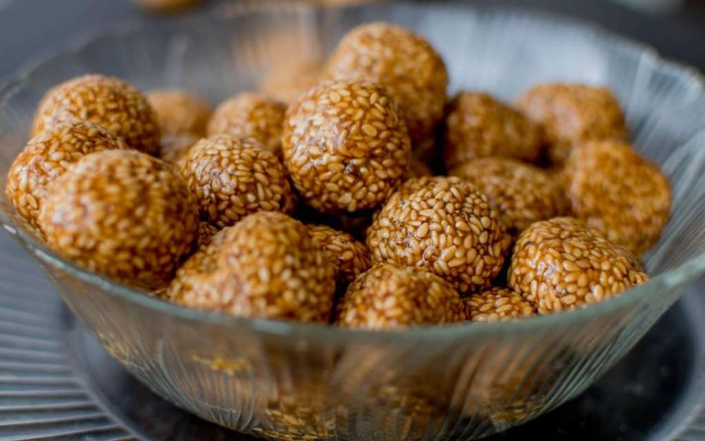 Til Ladoo using Jaggery